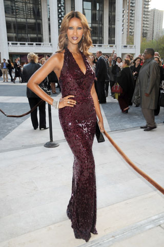 IMAN LOOKING STUNNING. TIMELESS BEAUTY